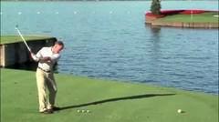 Lapangan Golf Di Tengah Danau