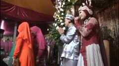 tyan_siti n with husband :* cintaku - chrisye