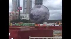 Angin Topan Jatuhkan 'Bulan' di Cina