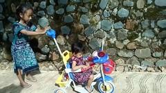 Baby Raesha Belajar naik sepeda anak Roda tiga