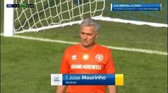 Momen Jose Mourinho Jadi Kiper Darurat Dan Dapat Kartu Kuning Karena Mengulur Waktu.