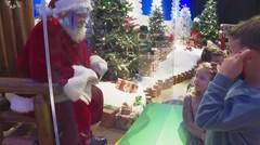 """Sinterklas di Balik Kaca Pleksi: Belanja Jelang Natal dalam """"New Normal"""""""
