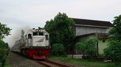 Kereta Api Indonesia Lokomotif CC 201 83 20 Rangkaian KA BRANTAS