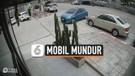 Mobil Parkir Meluncur Mundur ke Jalan Raya, Bahayakan Pengguna Jalan