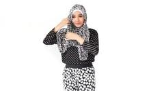 Tutorial Hijab Simple Monochrome