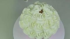 Lucu Banget, Membuat Kue Layaknya Bayi Kecil