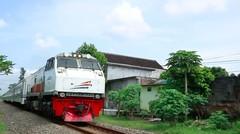 Kereta Api Indonesia Lokomotif CC 203 01 06 Rangkaian KA PENATARAN