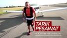 Kickboxer Asal Inggris Maraton Sambil Tarik Pesawat untuk Galang Dana