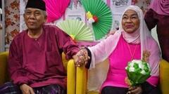 Tiada Kata Terlambat Untuk Jatuh Cinta, Pasangan Ini Buktinya. Kisah nYata Inspirasi