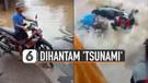 Pengendara Motor Jatuh Dihantam 'Tsunami'
