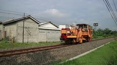 Kereta Api Teknik Plasser & Theurer VDM 800 GS SR 388 16 DAOP 7 MADIUN