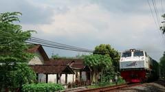 Kereta Api Indonesia Lokomotif CC 203 95 11 DIPO INDUK MN Rangkaian KA BRANTAS