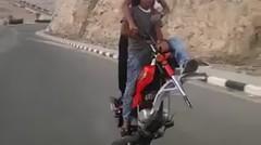 Motor Satu Roda, Gimana Mengendarainya Ya ?
