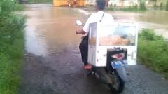 air meluap ke jalan