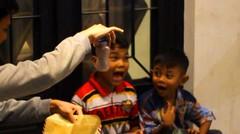 Ngasih Makan Anak Jalanan Pake Sulap. Do Try This At Home - abracadaBRO Magic