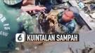 Anggota TNI Menyelam di Gorong-Gorong Bantu Warga Bersihkan Kuintalan Sampah
