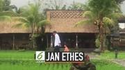 Melihat Keseruan Jokowi saat Temani Jan Ethes Main di Pinggir Sawah