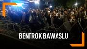 Demo Susulan di Bawaslu, Massa Bentrok Dengan Polisi