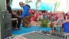 Ingin Tertawa Tapi Kasihan, Begini Video Momen Wanita Ini Terjungkal Saat Dampingi Sungkem