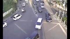 Terjadi Kecelakaan Tunggal Sepeda Motor di Jalan Simp Sudirman Medan Terekam CCTV Pemantau
