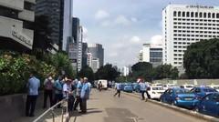 Parah! Seperti Ini Suasana Jalur Cepat Sudirman Arah Senayan yang Ditutup Rombongan Taksi