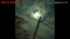 Viral di FB Video Benda Bercahaya Mirip Meteor Jatuh di Langit Probolinggo, Tampak Keluarkan Api