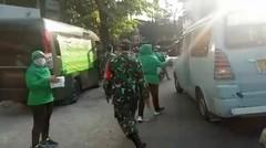 Jum'at Berkah Persit KCK Cabang XVIII Kodim 0504/Js Berbagi Nasi Kotak