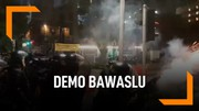 Bubarkan Pendemo, Polisi Tembakkan Gas Air Mata