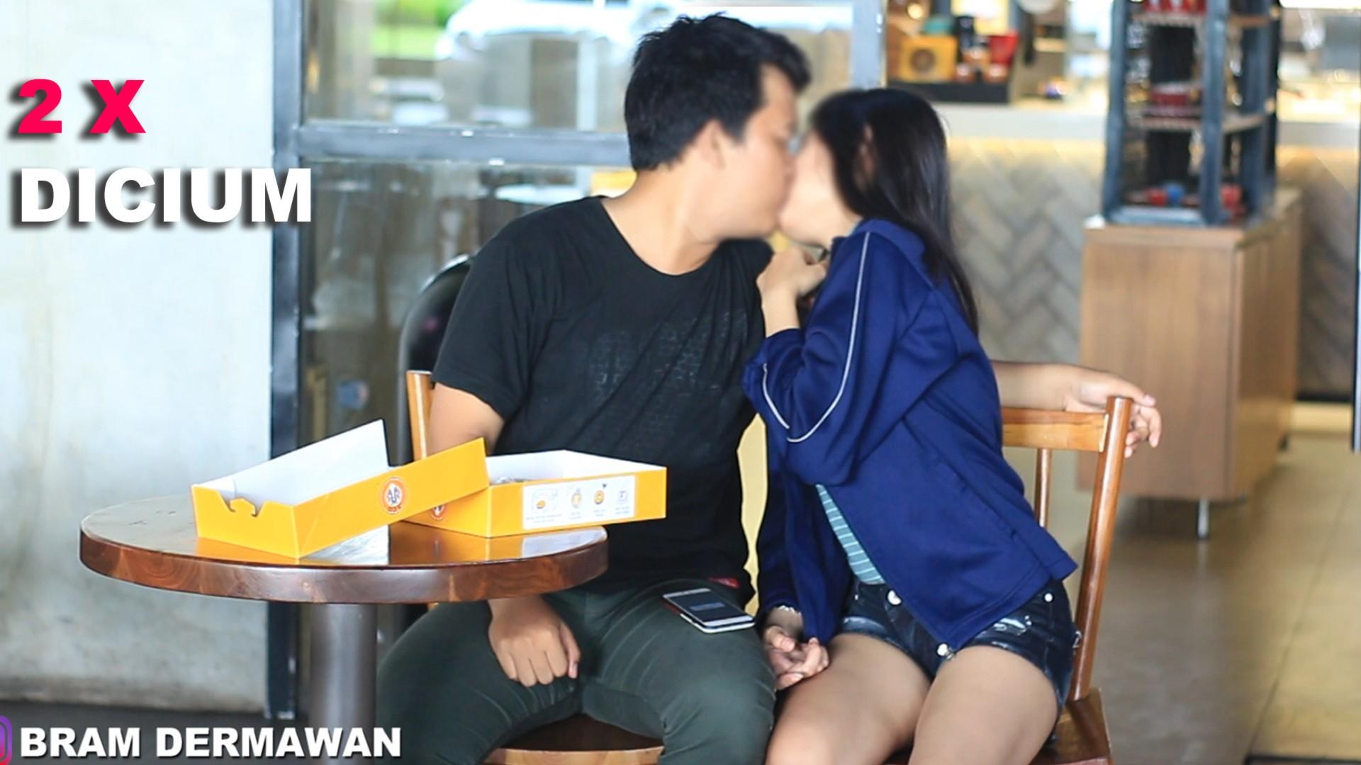 Kiss Challange Cara Mendapatkan Cium Dari Cewek Bram Dermawan