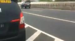 "Bikin Stiker Dengan Tulisan ""ampun pak polisi duit saya abis"" di mobilnya orang ini di tilang"