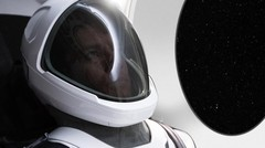 Elon Musk Bikin Baju Astronot Spacex