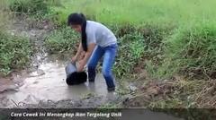 Cara Gadis Desa Ini Menangkap Ikan Tergolong Unik