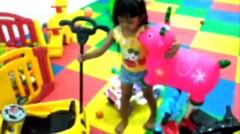 Taman bermain anak - indoor playground -  Ara bermain mobil-mobilan dan mandi bola
