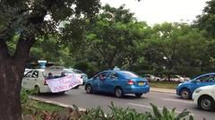 Sopir Taksi: Menkominfo Tidak Punya Nyali (Laporan dari Demo di Sekitar Semanggi)