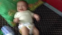 Anak Bayi Ketawa Ngakak!
