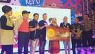 Emak - Emak Warga Surabaya Dapat Grand Prize Paket Umrah Dari Sobatku