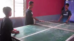 Si Sombong Main Tennis