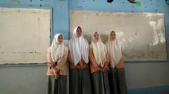 nyanyi di sekolah