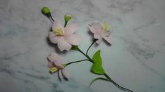 Bunga kelopak cinta dari kertas krep