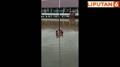 Perjuangan Pelajar SD di PALI Sumsel Kibarkan Bendera Merah Putih di Tengah Banjir