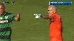 Momen Jose Mourinho Jadi Kiper Dan Kebobolan, Malah Marah Menyalahkan Bek