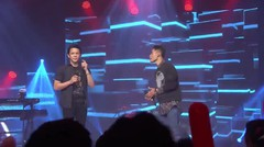 Perform Falah Feat Ariel di Grand Final Vidio.com Music Battle