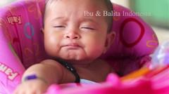 Video lucu bayi ngantuk berat di baby walker