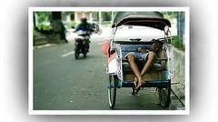 Heran Tukang Becak Selalu Menolak Bayarannya, Pas Sampai Dirumahnya Pria ini Menangis